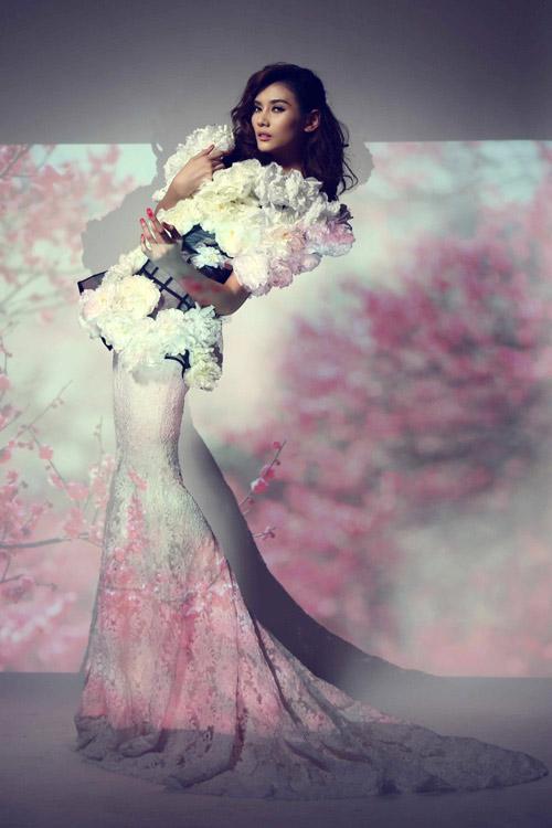 Hoàng Yến làm bà chúa hoa gợi cảm - 1