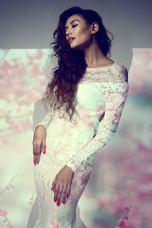 Hoàng Yến làm bà chúa hoa gợi cảm - 4