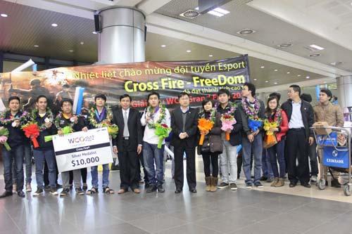 ĐT eSports VN được chào đón tại sân bay - 6