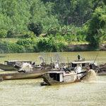 """Tin tức trong ngày - Tập kích nhóm """"cát tặc"""" có súng trên sông Lô"""