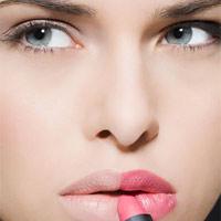 Dùng nhiều son môi khiến phụ nữ ngu đi?
