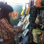 Thị trường - Tiêu dùng - Dân Việt mua hàng hiệu kiểu chợ trời