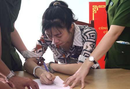 """Khởi tố, bắt tạm giam vợ """"siêu trộm"""" Đặng Ngọc Tân - 2"""