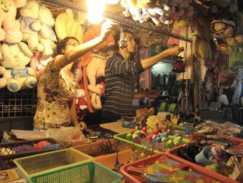 Hà Nội: Hàng TQ tràn ngập chợ đêm - 1