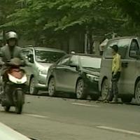 Tăng giá giữ xe vỉa hè Hà Nội