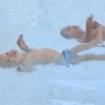 Phi thường - kỳ quặc - Cặp sinh đôi 9 tháng tuổi bơi 25m