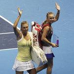 Thể thao - Sharapova và Wozniacki đọ tài khoe sắc