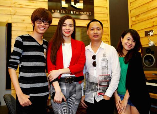 Team Hà Hồ tất bật đón Giáng Sinh - 6