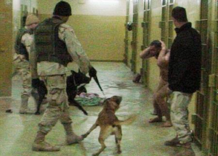 Ám ảnh tra tấn tù nhân Iraq bằng tình dục - 1