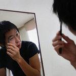 """Làm đẹp - Đàn ông Hàn """"nghiện"""" trát phấn tô son"""