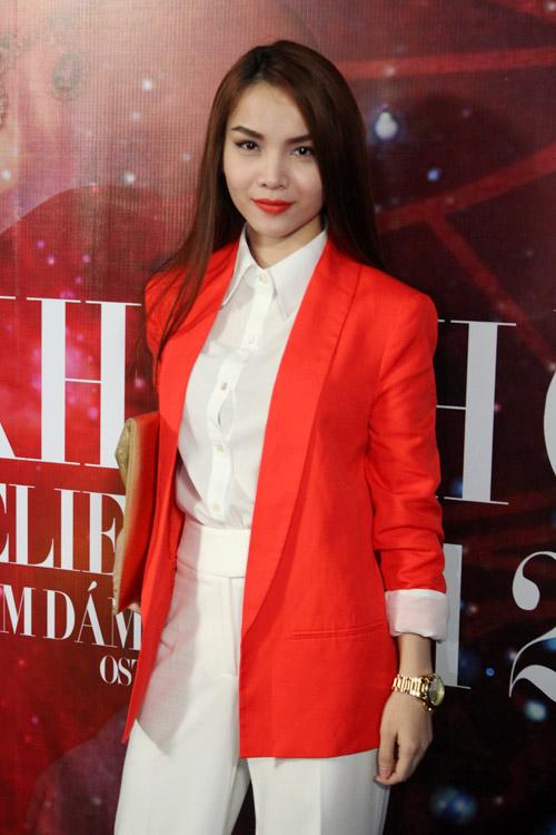 Khanh Chi Lâm e thẹn bên Ưng Hoàng Phúc - 18
