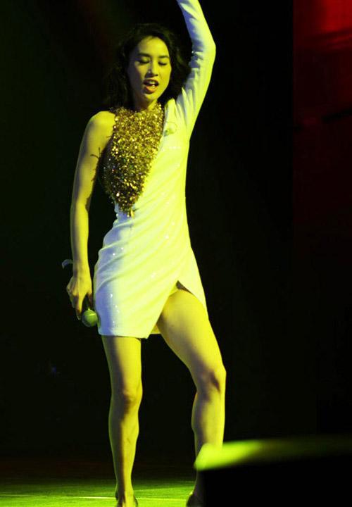 Top váy xẻ đùi táo bạo nhất năm! - 11