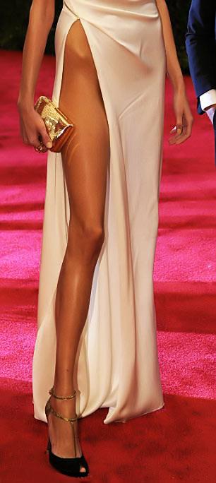 Top váy xẻ đùi táo bạo nhất năm! - 2
