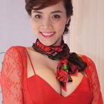 Phim - Trang Nhung khoe vòng 1 đồ sộ