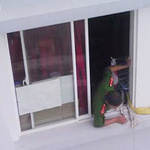 Tin tức trong ngày - Cửa sổ chung cư: Nơi tử thần rình trẻ em
