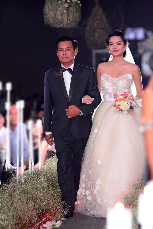 7 mẫu váy cưới đẹp nhất của cô dâu Việt - 7
