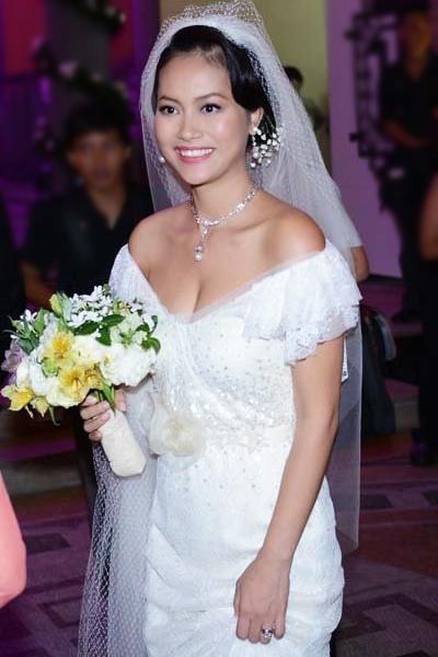 7 mẫu váy cưới đẹp nhất của cô dâu Việt - 10