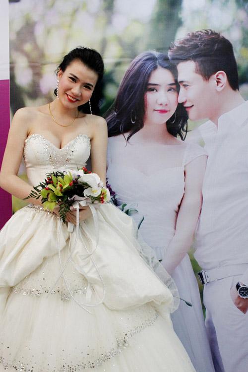 7 mẫu váy cưới đẹp nhất của cô dâu Việt - 4