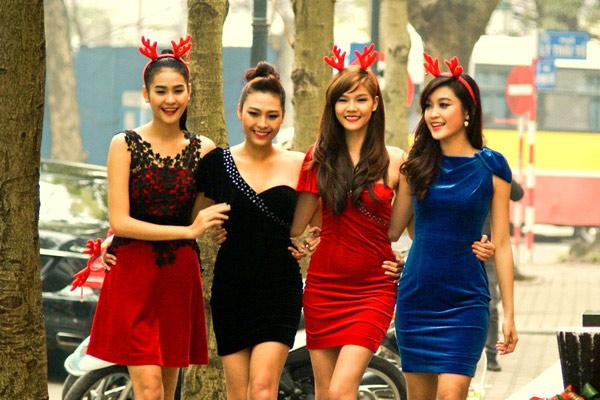 Váy nhung ngắn lên ngôi mùa Noel - 11