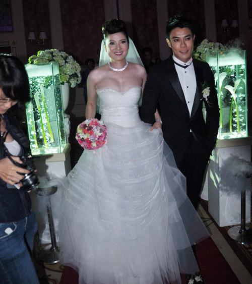 7 mẫu váy cưới đẹp nhất của cô dâu Việt - 9