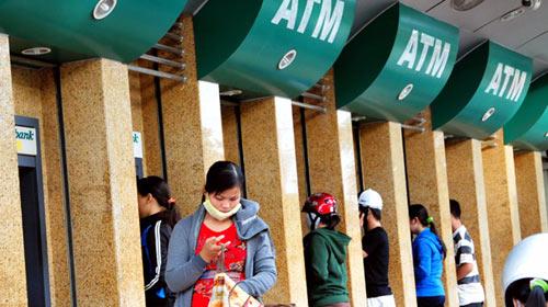 Thu phí nội mạng ATM là bất hợp lý - 1