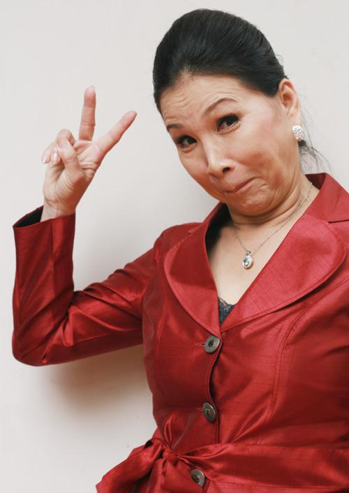 56 tuổi, NSUT Kim Xuân vẫn hồi teen - 5