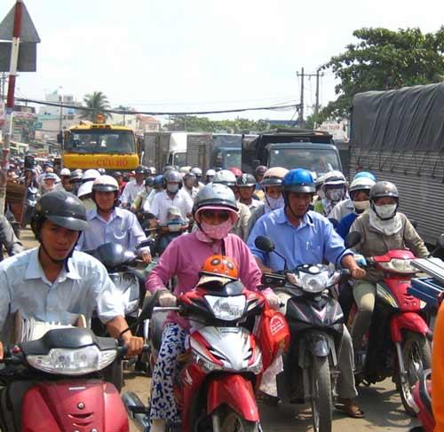 Phí bảo trì đường bộ: Vẫn loạn cách thu - 1