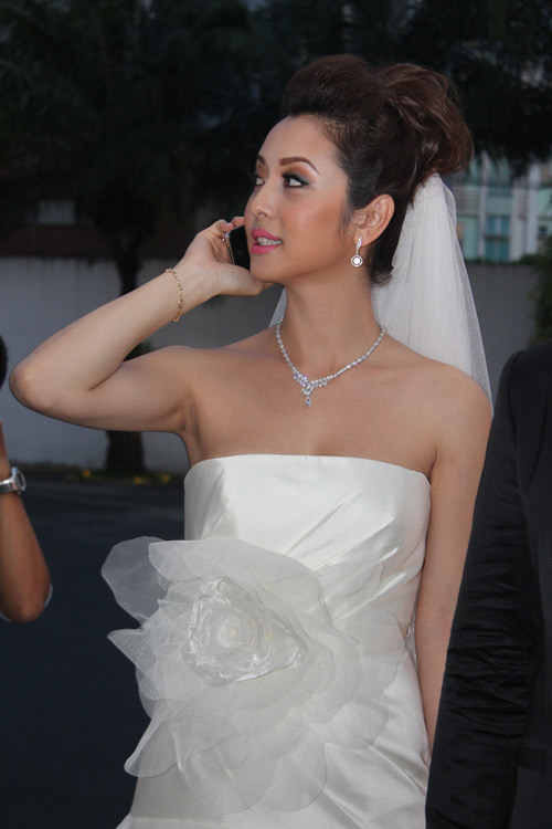 Vợ chồng Jennifer Phạm hôn nhau tình cảm - 1