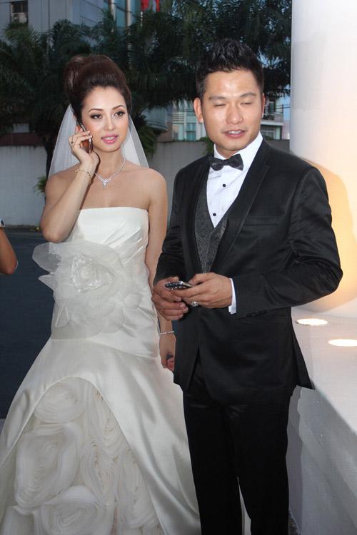 Vợ chồng Jennifer Phạm hôn nhau tình cảm - 2