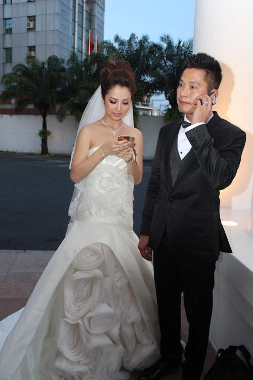 Vợ chồng Jennifer Phạm hôn nhau tình cảm - 3