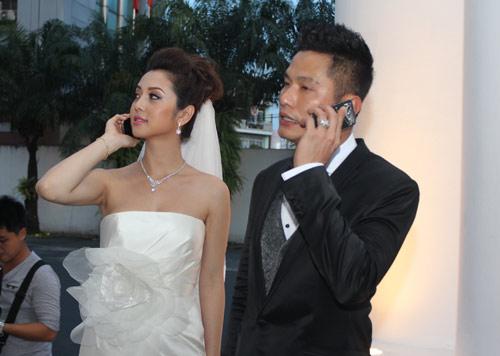 Vợ chồng Jennifer Phạm hôn nhau tình cảm - 4