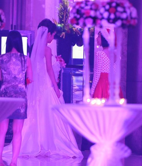 """""""Đột nhập"""" tiệc cưới của Jennifer Phạm - 1"""