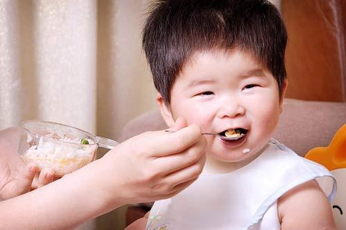 Trẻ ăn uống quá nhiều, lớn dễ nghiện ma túy - 1