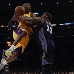 Thể thao - NBA: Lakers thắng sát nút 1 điểm