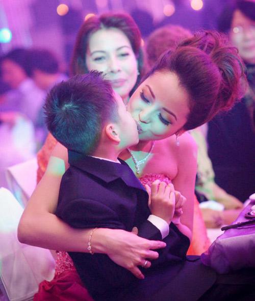 Bé Bảo Nam đến mừng hạnh phúc mẹ - 7