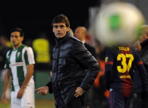 Barca: Tito nhập viện, Jordi tạm quyền HLV - 1