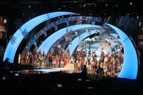 Người đẹp 1m67 đăng quang Miss Universe - 12