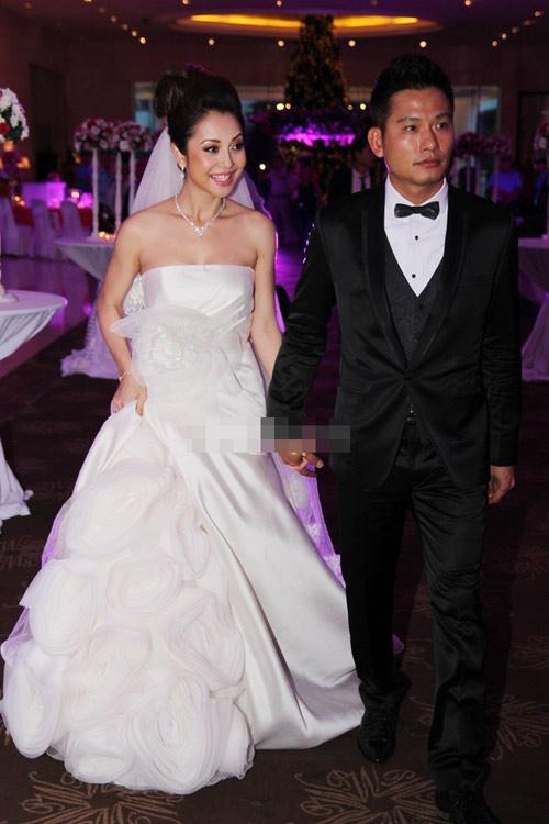 7 mẫu váy cưới đẹp nhất của cô dâu Việt - 11
