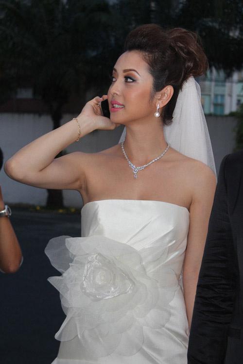 """""""Hot"""" như cô dâu Jennifer Phạm - 9"""