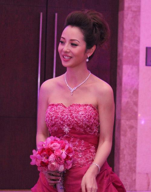"""""""Hot"""" như cô dâu Jennifer Phạm - 3"""