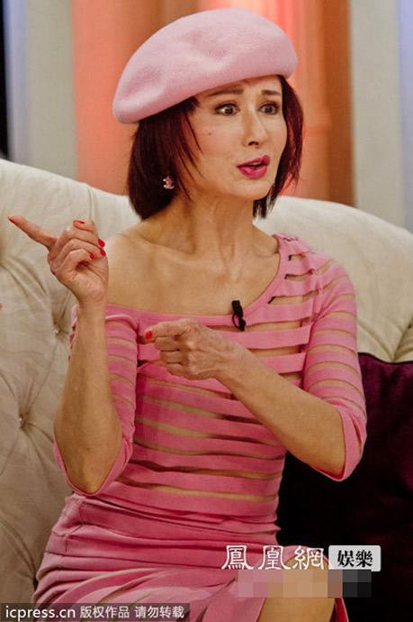 Nữ diễn viên U70 ăn mặc quá đà! - 3