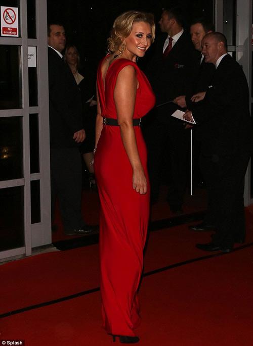 Nữ diễn viên U70 ăn mặc quá đà! - 10