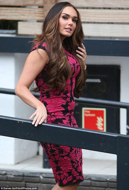 Nữ diễn viên U70 ăn mặc quá đà! - 7