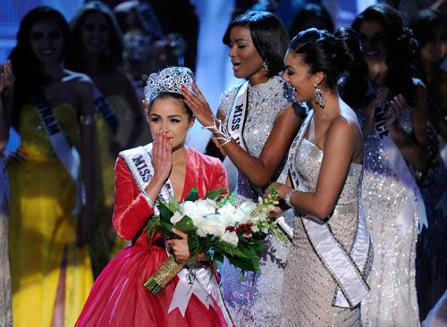 Người đẹp 1m67 đăng quang Miss Universe - 2