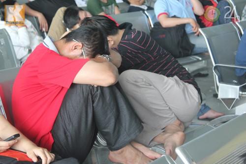 Mệt mỏi vì mua vé tàu Tết - 9