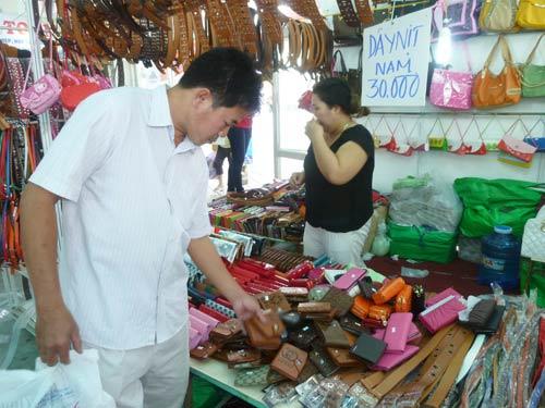 Hàng TQ chui vào hội chợ hàng Việt: Không ai báo cáo? - 1