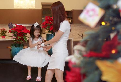 Mẹ con Trương Ngọc Ánh háo hức đón Noel - 2