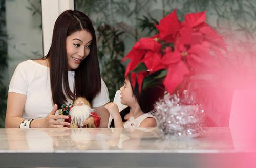 Mẹ con Trương Ngọc Ánh háo hức đón Noel - 3