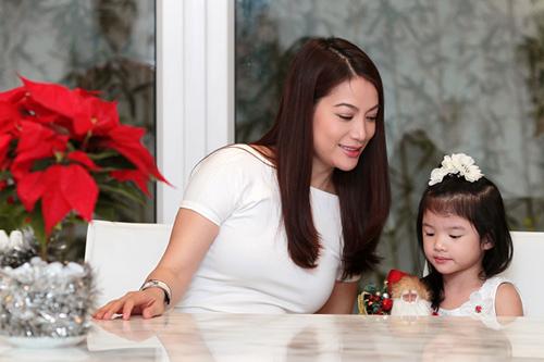 Mẹ con Trương Ngọc Ánh háo hức đón Noel - 1