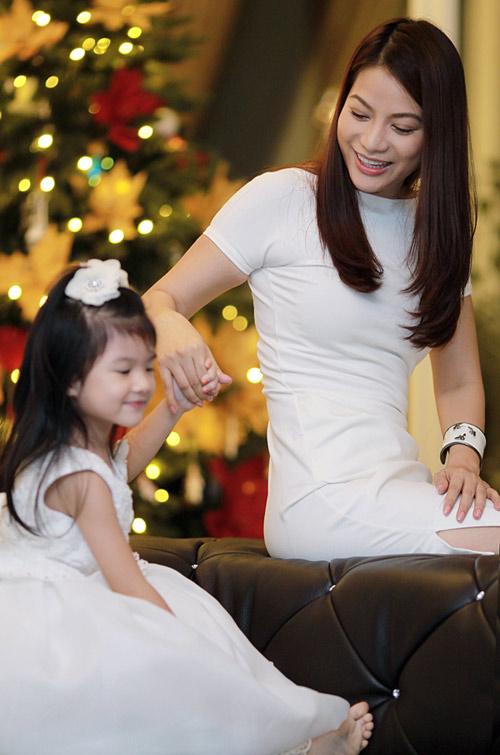 Mẹ con Trương Ngọc Ánh háo hức đón Noel - 9